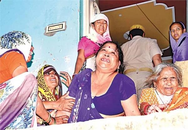 sp leader shot dead in the house the servant said wife