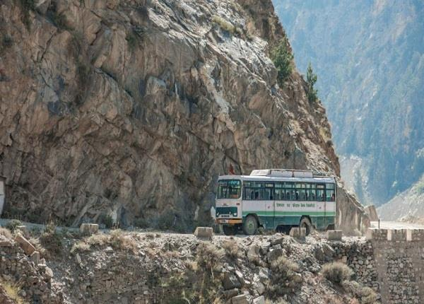 india longest delhi kelang leh bus route is off