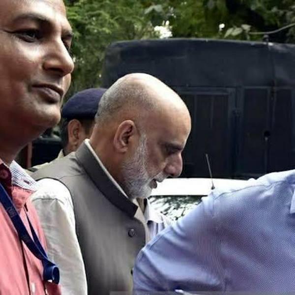 kashmiri buisnesman got bail in terror funding case