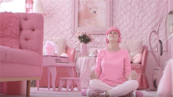 pink is such a passion that in this woman s life everything is pink