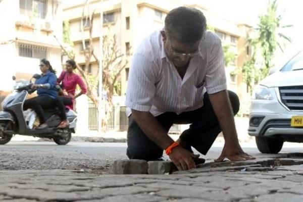 father fill potholes after son death
