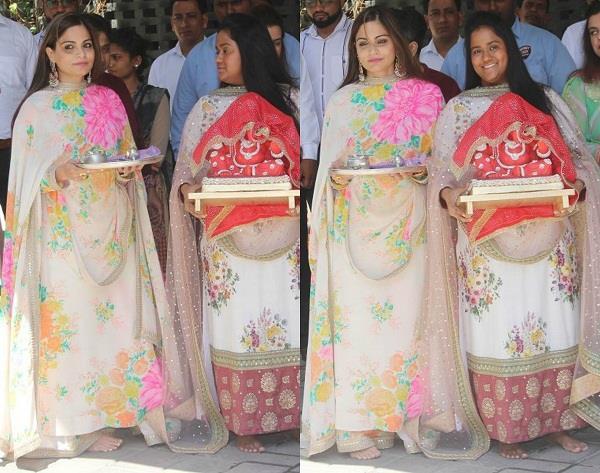 arpita and alvira welcomed ganpati bappa