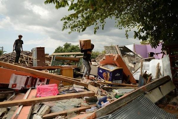 earthquake tremors felt in sulawesi indonesia