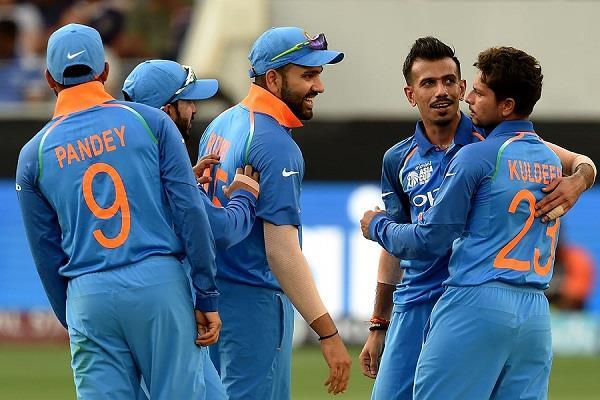 sachin congratulates the indian team