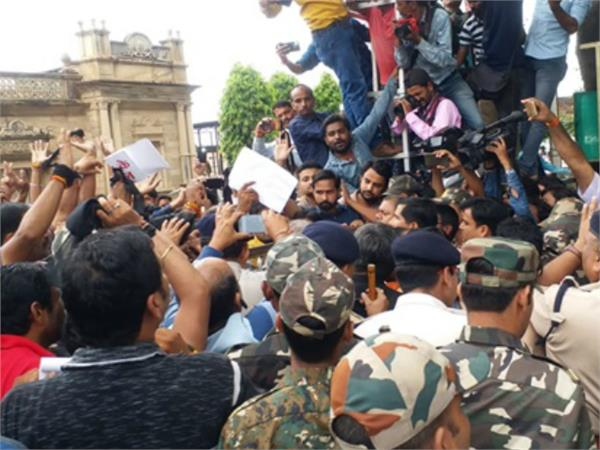protest for sc st act in gwalior