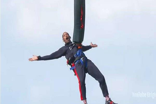 will smith bungee jumps out of helicopter to celebrate 50th birthday