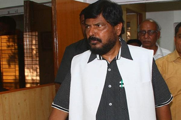 athawale says it is wrong to blame modi government