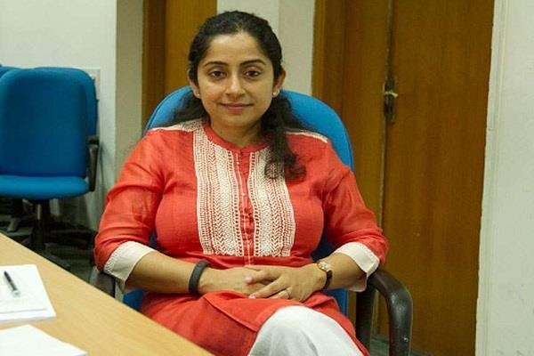 pm modi advisor raises questions on government