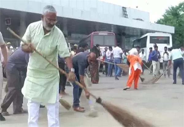 minister inaugurates cleanliness service program