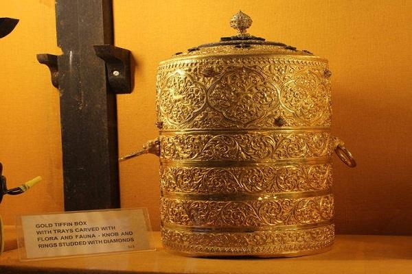 gold tiffin and diamond cup stealing from nizam museum