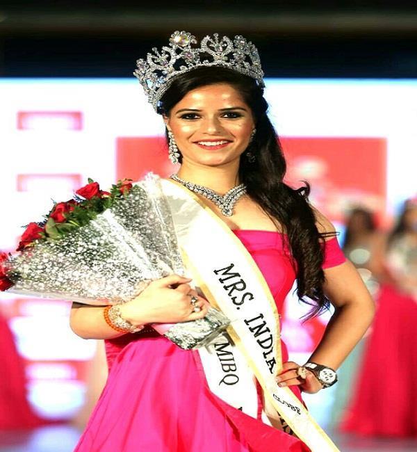 himachal vandana thakur mrs india globe of crown