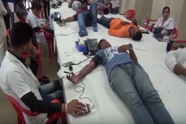 blood donation at kaithal on 37th death anniversary of lala jagat narayan