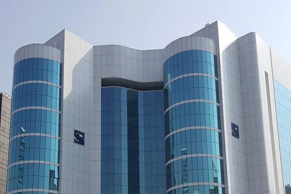 will not let manipulators cash in on market volatility sebi
