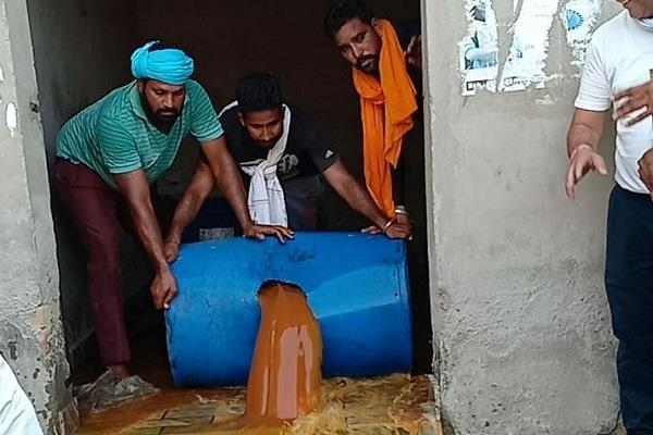 police raid village mahalam caught 1000 liters raw lahan