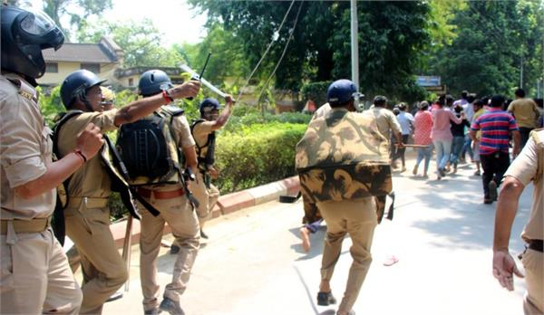 police in bhu police leave tear gas shells on students