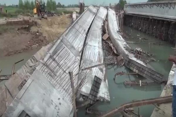 bridges on the canal collapsed suddenly see fierce pictures