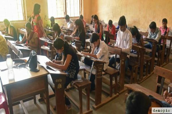 up board 2018 12th students will get 32 pages answer sheet