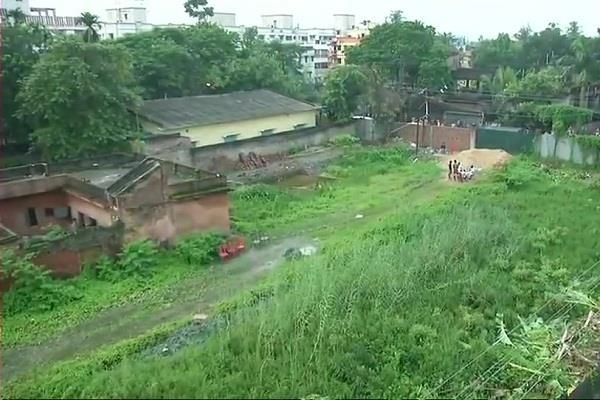 14 dead bodies found in an empty plot in south kolkata