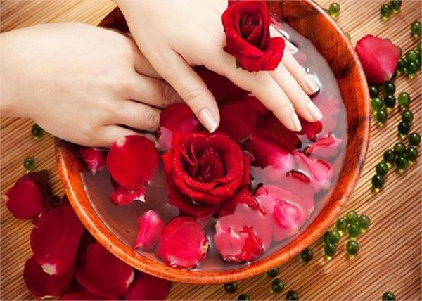 ब्यूटी प्रॉडक्ट्स से नहीं, गुलाब जल से पाएं बेदाग खूबसूरती- Nari
