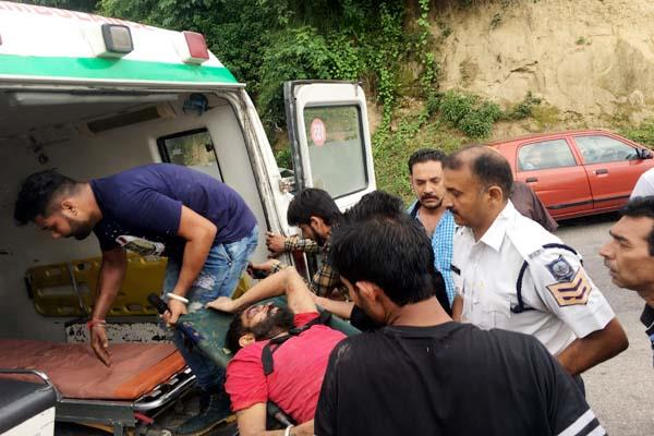 car fall into 200 feet ditch relatives found such injured driver