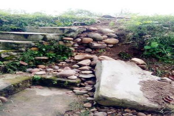 safety wall in ayurvedic health center bathu tippri fell down