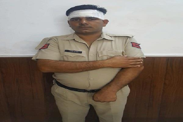 attack on corporation and police employees in yamunanagar