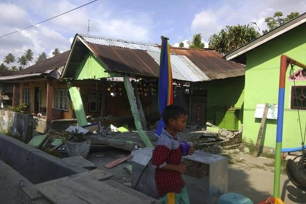 tsunami in indonesian city after sharp earthquake