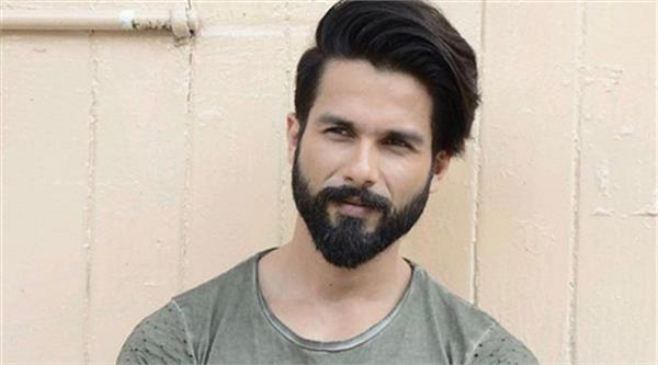 there is no benefit in taking risk says shahid kapoor