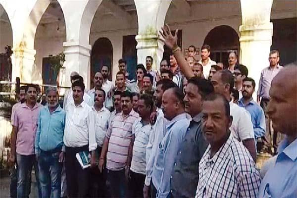 private bus operators said if not accept demands then will be indefinite strike