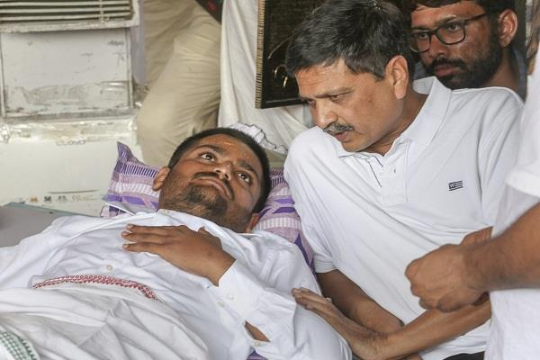 kejriwal will not go to hospital hardik  pass