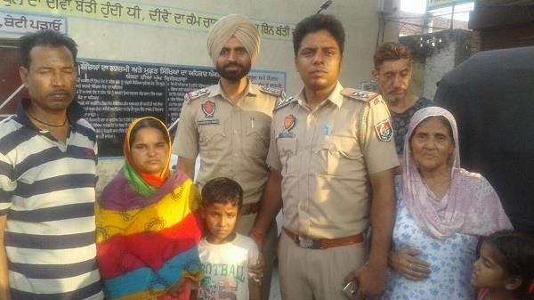 police found the missing child in the morning handed over to the kin