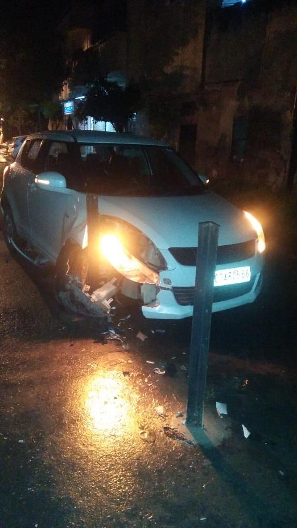 car collision with iron barriages late night