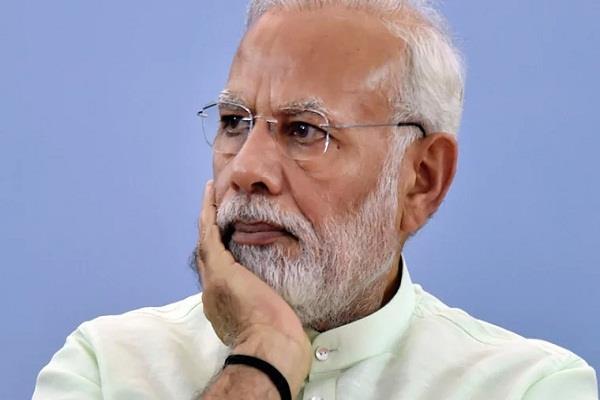 sanjay nirupam disputed statement on pm modi told illiterate