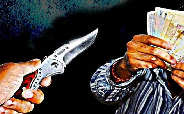 contractor s family mortgaged at gunpoint and looted rs 1 5 lakh