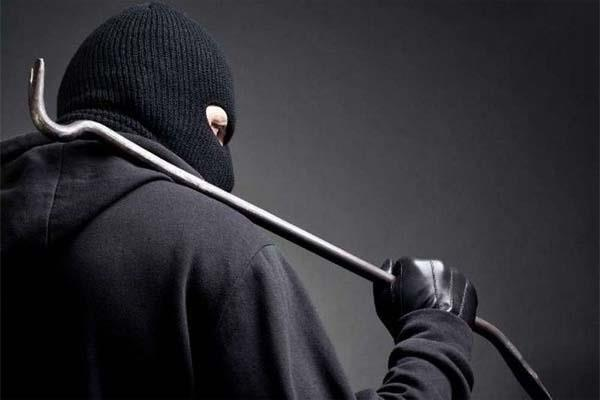 thieves blown cash from house of bank manager