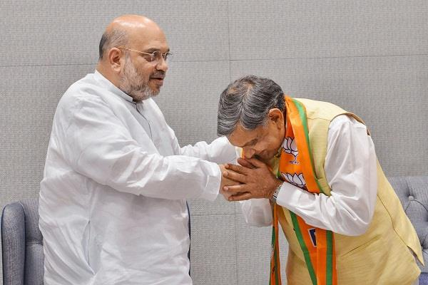 senior congress leader jiva bhai patel joins bjp