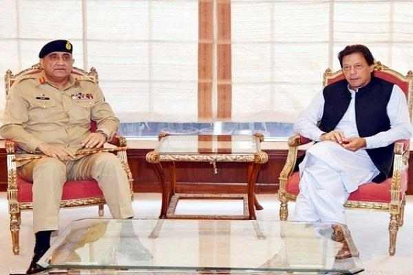pak army chief bajwa calls on imran khan