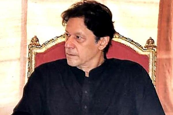 imran khan jerk top ally quit post after registering corruption case