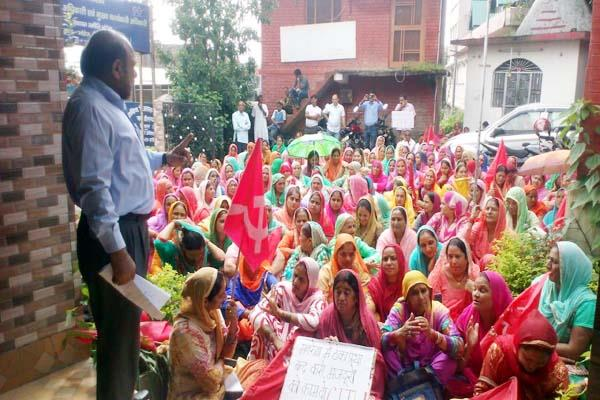 hundreds of mnrega workers performed outside the office of bdo