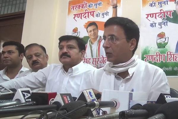surjewala said khattar sahib should apologize to traders of haryana