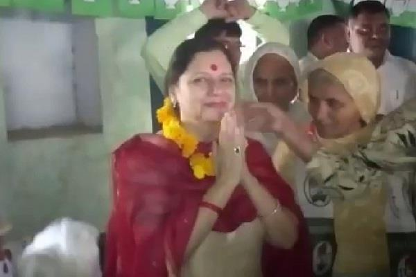 hooda s wife campaigned said  congress government this time