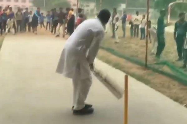 rahul gandhi played cricket in rewari with children