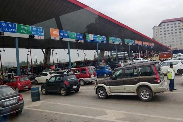 vehicles will not stop on toll tax through fastag