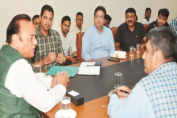 mp santokh chaudhary reviewed the projects under smart city