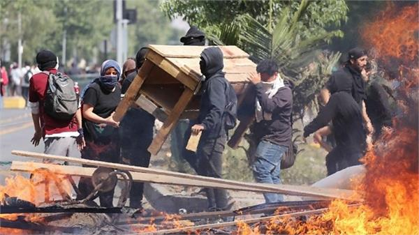 chile unrest spreads with 10 death in violence