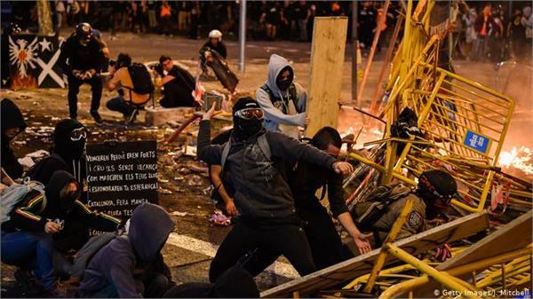 violence erupts after pro catalan general strike in barcelona 90 injured