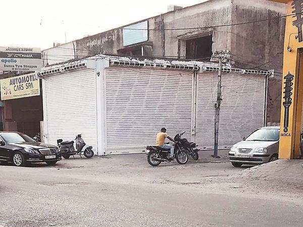 corporation sealed illegal building of bharat shocker