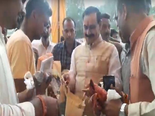 former minister narottam mishra reached pitambar peeth
