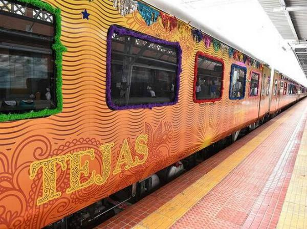 tejas express delayed passengers will get compensation