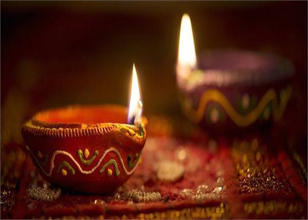 Diwali 2019: गृहणी जरूर जलाएं इस तेल के दीए, जमकर बरसेगा पैसा